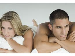 frustrated-couple-in-bed